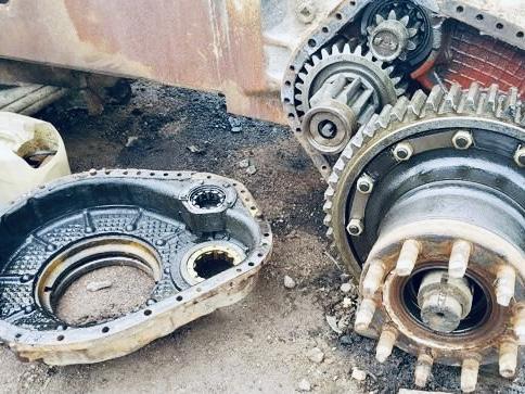 Ремонт бортового редуктора трактора