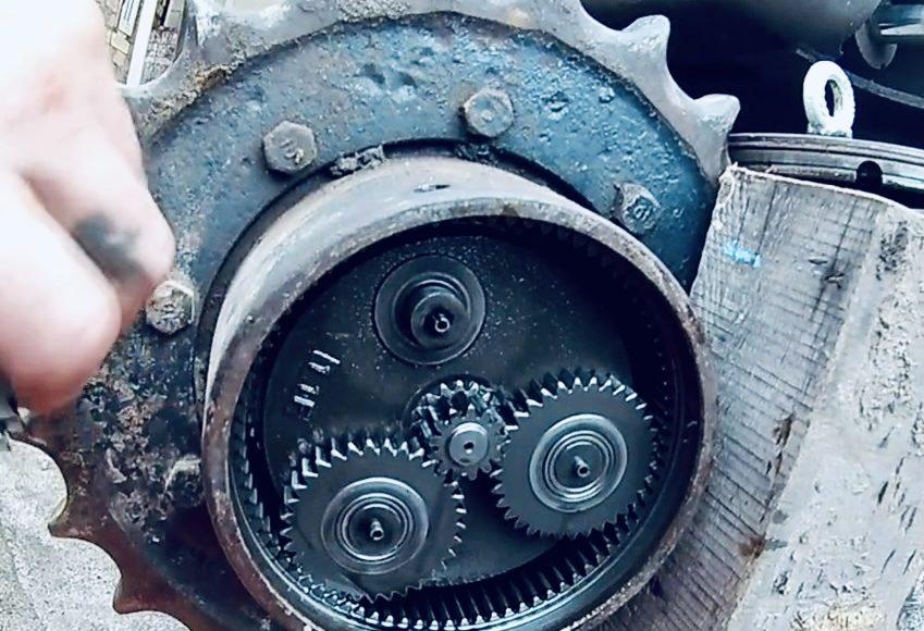 Ремонт бортового редуктора экскаватора